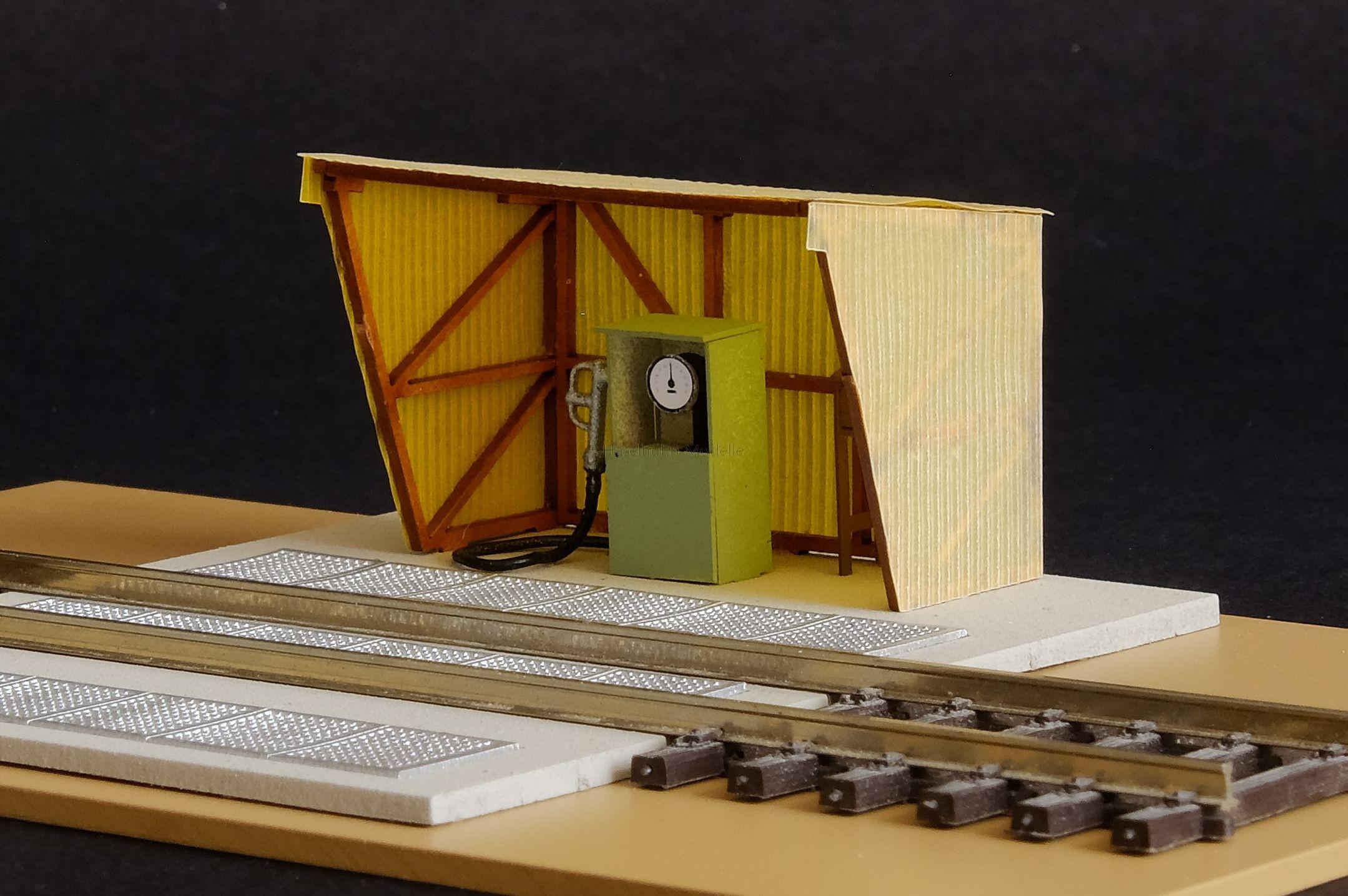 Bausatz für eine Dieseltankstelle 1:120 / TT