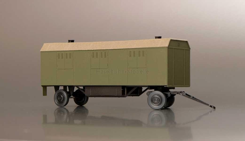 Wohnwagen / Kinowagen Trapezdach 6 Fenster Armee H0