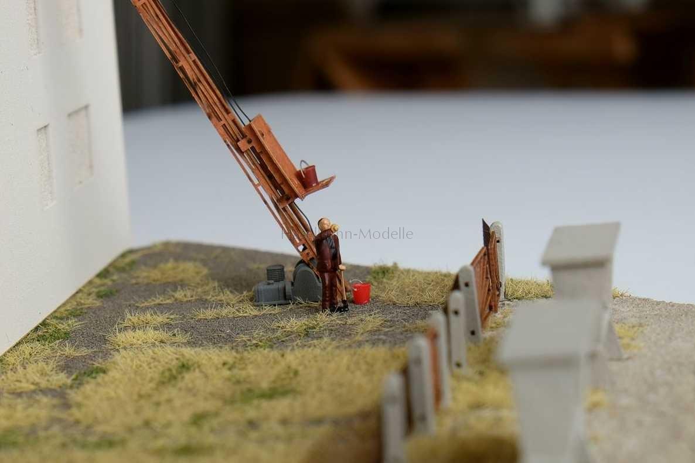 Plaste-Eimer - Diorama mit Größenvergleich in TT